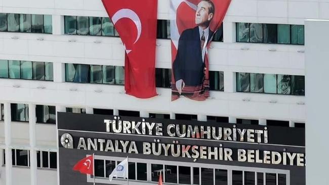 Antalya Büyükşehir Belediyesi'nden alkış alan Türkiye Cumhuriyeti tabelası!