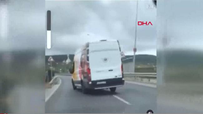 Beykoz'daki bir düğün konvoyundaki araçlar trafikte adeta terör estirdi!