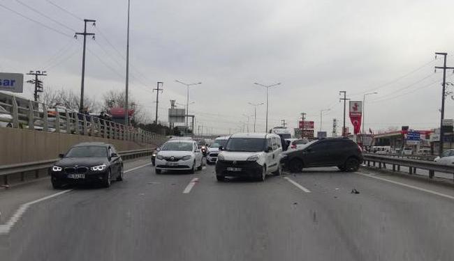 Gebze'de 6 araç birbirine girdi: Yaralılar var