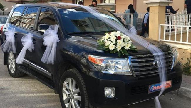 Gökçek'ten alınan cipler durumu olmayan çiftin düğün arabası oldu!