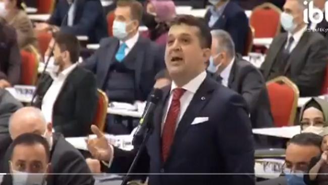 İBB Meclisinde AKP'li Meclis Üyesi Yavuz Selim Tuncer'in İmamoğlu'na gol atma çabası sosyal medyada alay konusu oldu