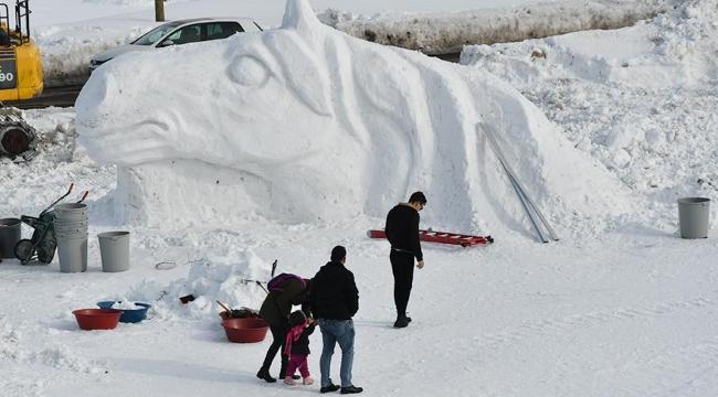 Kars'taki kardan figür ve maketlere yoğun ilgi