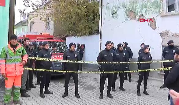 Konya'da 2 katlı bina çöktü: 3 ölü