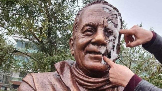 Merhum Bekir Coşkun'un heykeline alçak saldırı