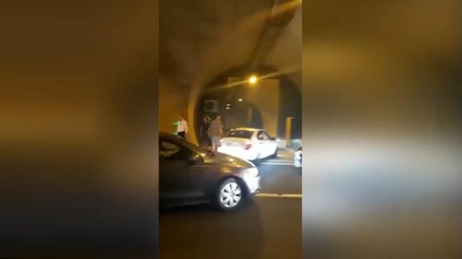 SON DAKİKA... Orhangazi Tüneli'nde araç yanıyor!