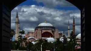 Ayasofya'nın müze statüsü kaldırıldı ve ibadet yolu açıldı