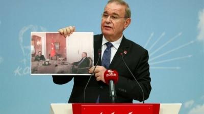 Fotoğrafı gösterip Erdoğan'a sordu: Bu adamla aynı masaya nasıl oturabiliyorsunuz?