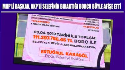MHP'li Başkan, AKP'li selefinin bıraktığı borçları belediye binasına asarak ifşa etti