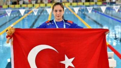 Milli yüzücü Merve Tuncel'den dünya rekoru